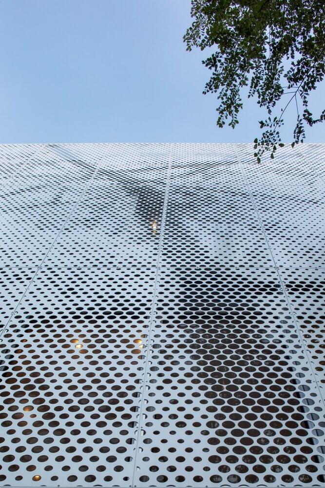 big perforated aluminum mesh