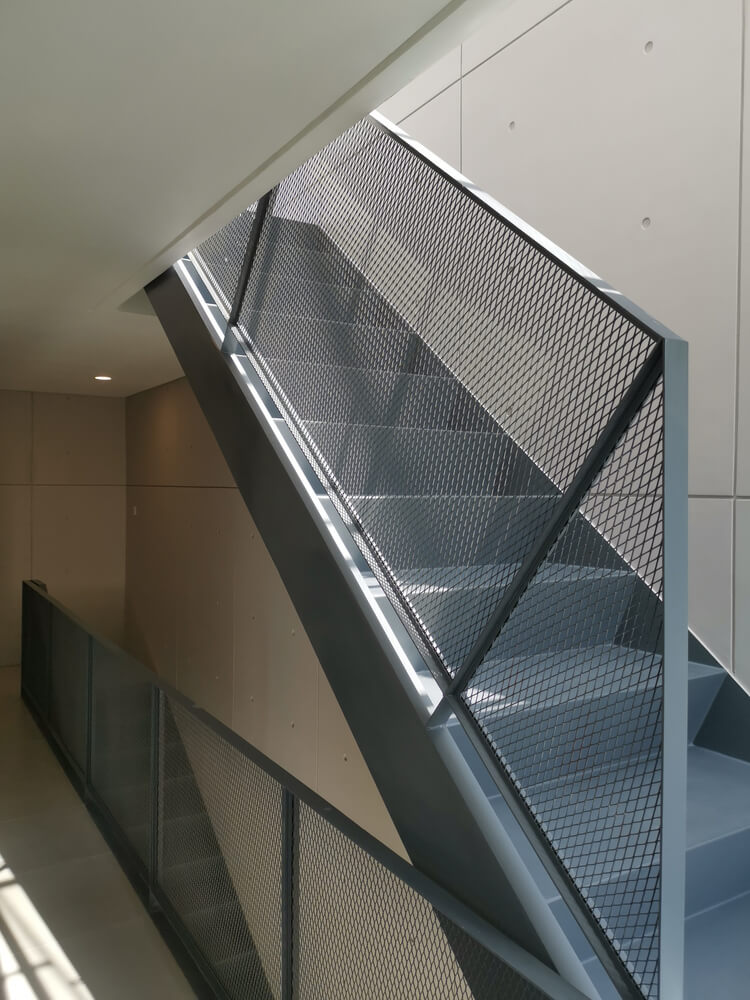 expanded screen for stair
